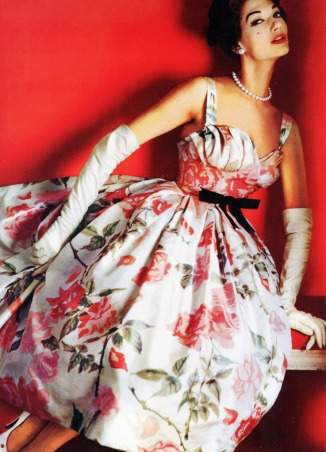 1961_fashion_simone_d_aillencourt_1957_pierre_balmain