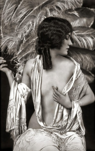 naughty thursday a Alfred Cheney Johnston 1