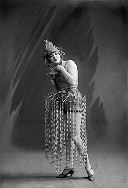 curious b 1926 costume.